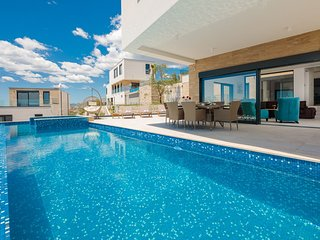 Luxury Villa Gold Pearl with Pool
