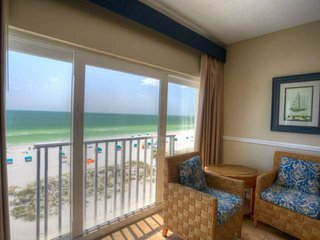 Spacious Beachfront Penthouse. Great Family Resort & Beach!