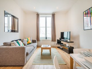 Apartment D, Theobalds House, Holborn, Central London