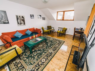 Authentic and traditional apartment at BEST LOCATION-FREE PARKING