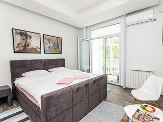 Modern Apartment in the Heart of the City Center!