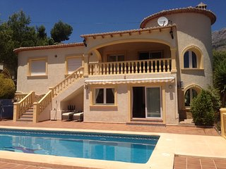 Villa with private tenniscourt and pool for unforgetable family holidays