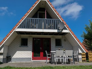 6 pers. house on a typical dutch canal, close to the National Park Lauwersmeer