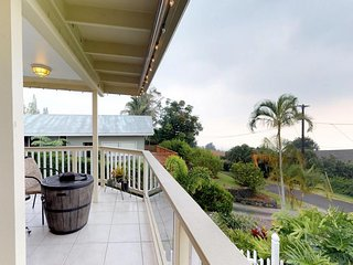 NEW LISTING! Oceanview house & cottage w/wraparound lanai, kitchens & garages