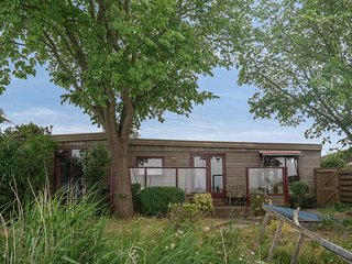 4 pers. holiday house at the lakeside of the Lauwersmeer with own fishing pier.