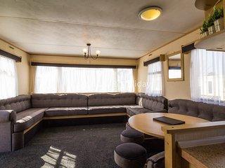 8 Berth caravan in Heacham Holiday Park. Ref 21038 Chequers.