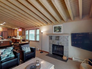 NEW LISTING! Spacious condo w/shared hot tub, pool & sauna-near Dollar Mountain