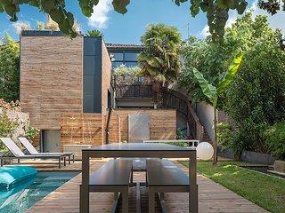 Maison contemporaine et design plein centre piscine et Jacuzzi