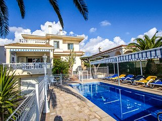 Catalunya Casas: Villa Ampolla for 13-14 guests, just 200m to the beach!