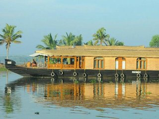 2 bedrooms Blueberry Houseboat - Relax and refresh your soul in the backwaters