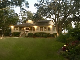 New Listing! Waterfront Bed and Breakfast - walk to Murrells Inlet Restaurants!