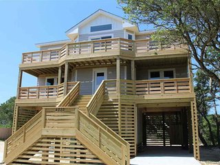 NEW Vacation Home, 2 Blocks from Beach with Private Hot Tub