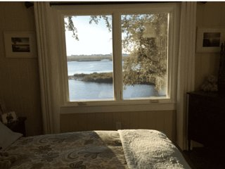 Waterside Retreat Bed & Breakfast: Hattie's Haven