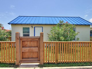 Casa Santorini at Spanish Village! 1 bedrm cottage in the heart of Port Aransas!