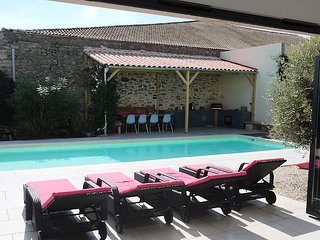 Holiday villain South France with private pool & air con *Discounted rates*