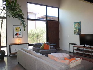 Fully Furnished Contemporary Tucson Rental Home (MINIMUM 30 Day Rental)