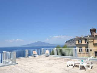 Sant'Agnello Villa Sleeps 8 with WiFi - 5228641