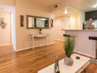 2 bedroom 2 bath in the Heart of Hollywood