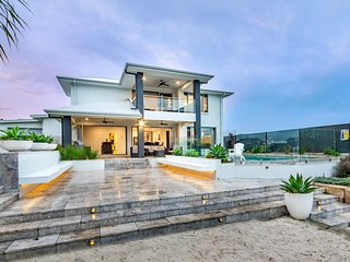 Resort Style Home on the Canal with Pool, Ducted Air and Foxtel -  The Peninsula