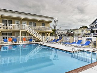 North Wildwood Condo w/ Pool near Boardwalk!