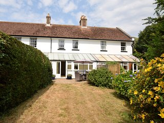 62083 Cottage situated in Barton on Sea