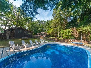 OVR's Martha's Retreat-Cozy retreat w/2 homes,hot tub &pool! Min to Ohiopyle!