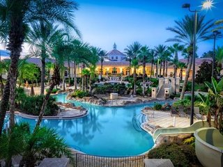632LMS. Luxurious 4 Bed 3.5 Bath Town Home in Regal Palms Resort