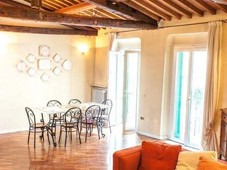 Romeo apartment in Verona with WiFi, air conditioning, balcony & lift.