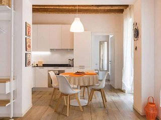 Spacious Opera House apartment in Verona with WiFi, air conditioning & balcony.