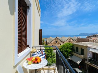 Chania Old Town Harbour Luxury Suite - Sea View, private balcony, jacuzzi, WiFi