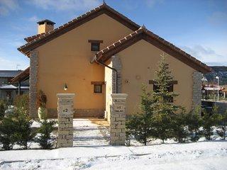 Casa tranquila acogedora. Vistas a las montañas. Pista de esquí. Calefacción.