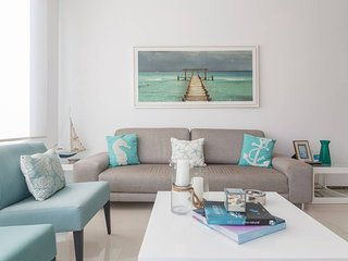 Glamorous and charming condo between 5 Ave & beach