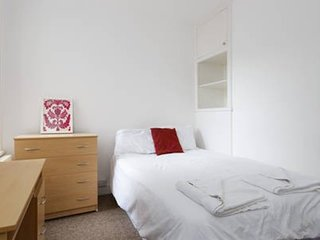Cosy Room Central Location (BR3)