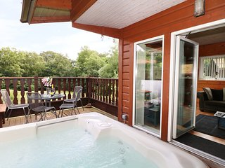 WOODLANDSVIEW, countryside location, hot tub, Rudyard