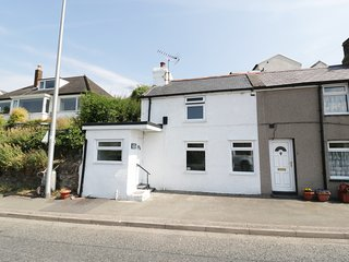 1 SEA VIEW, Dog-friendly, near Conwy