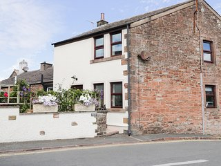 CROSS HILL COTTAGE, pretty retreat, open plan, garden, in Whitehaven, Ref