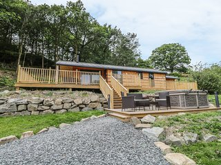 THORNYFIELD LODGE, countryside views, dog friendly, hot tub, Ref 97914