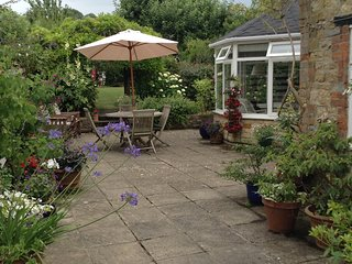 Garden Cottage with parking in Central Sherborne.