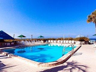 2BR Condo on the Gulf w/ Balcony, Pool, Tennis & Tiki Bar—Walk to Beach
