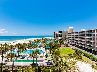 Relaxing Condo on Gulf w/ Balcony, Pool, Tennis & Tiki Bar - Walk to Beach