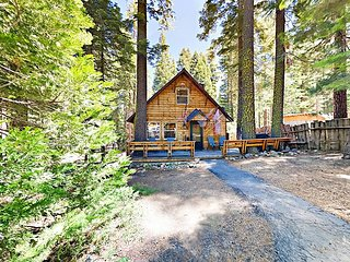 New Listing! Cute & Cozy 2BR Cabin in Tahoma w/ Lake Access
