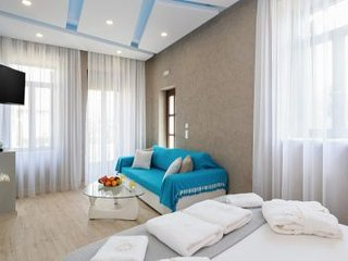 Chania Old Town Harbour Luxury Suite - private balcony, fully equipped, WiFi