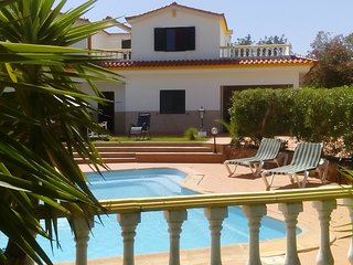 Villa w/pool and wifi at Vilamoura