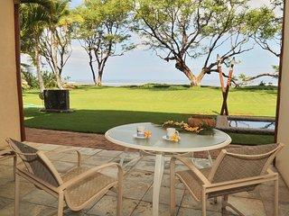 AlohaAKU Honu2 Suite, Beachfront, 1B/1Bath, LR w/FullKit, Lanai, WiFi, AC