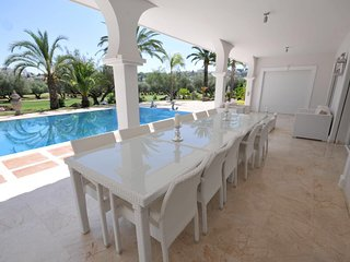 Six Bedrooms Luxury Villa Karen in Nueva Andalusia, Marbella