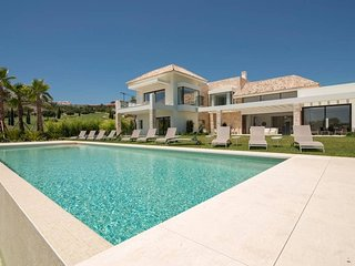 Luxury Villa Yasmin - fully serviced , near Marbella