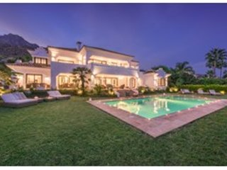 Amazing 7 Bedroom Private Villa Carolina in Sierra Blanca, Marbella