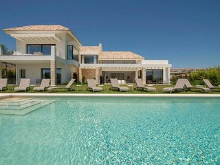 Seven Bedroom Luxury Villa Yasmin in Los Flamingos Golf, near Marbella
