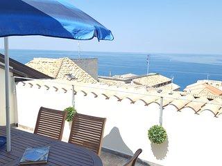 Montalto luxurious 2 floor apartment in Pizzo historic center, sea views