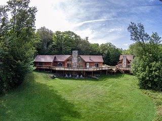 Stratton Okemo Bromley. Log Estate 13 BR sleeps 30